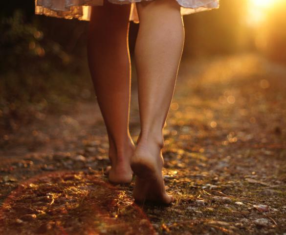 Chůze naboso, Foto: Depositphotos